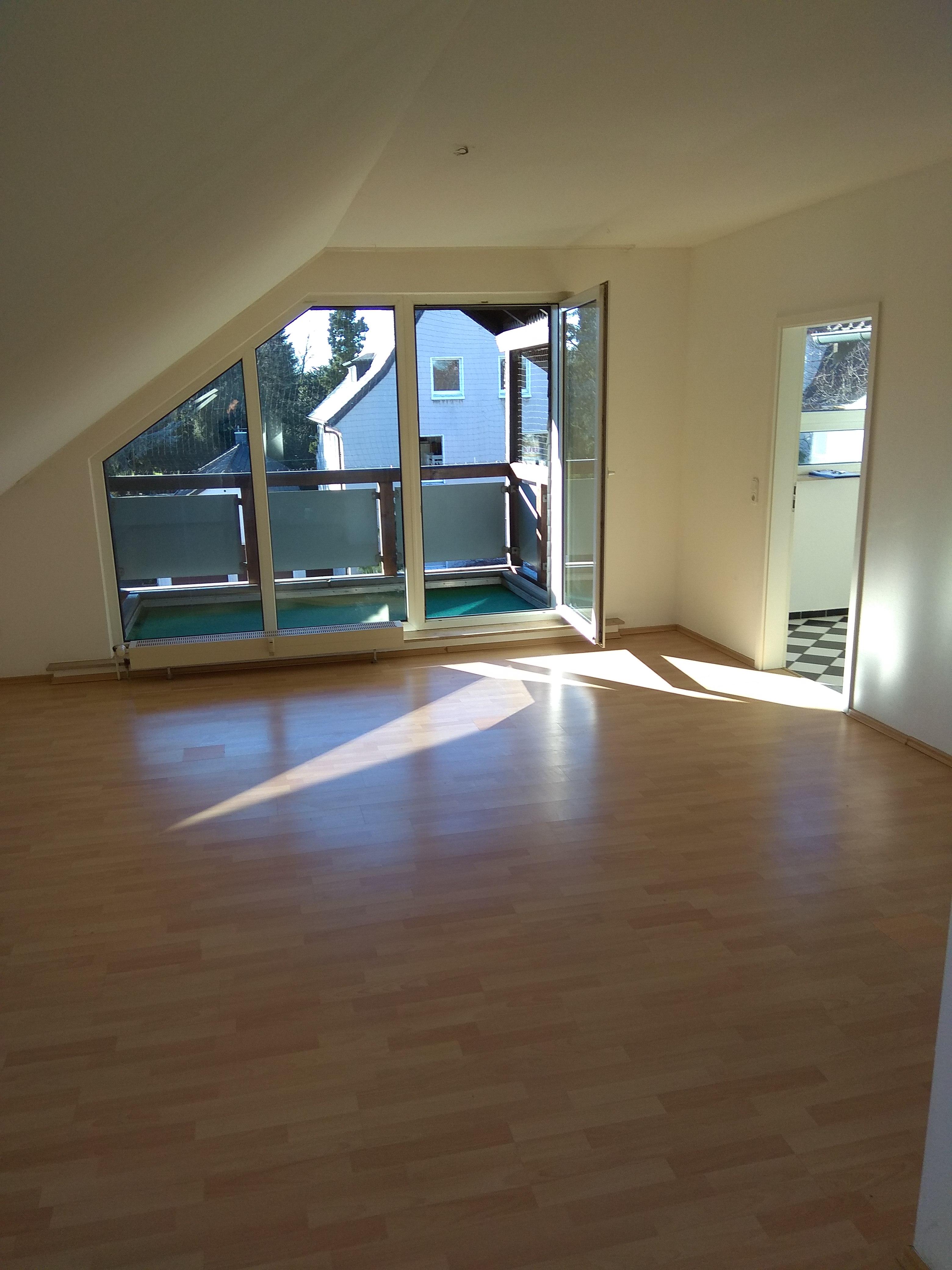sonnendurchflutete 2-Zimmer Wohnung im Dachgeschoss