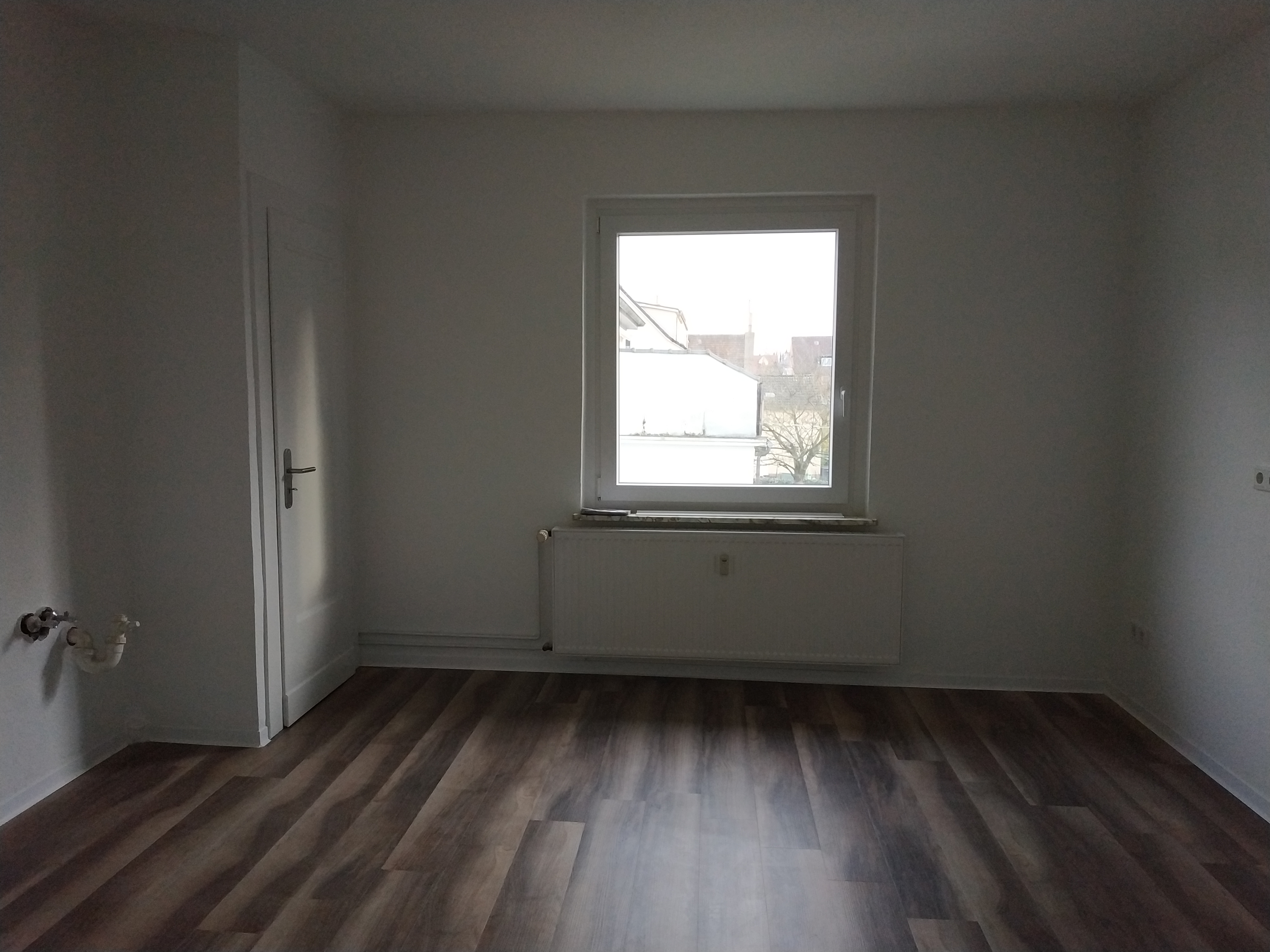 sehr schöne und sanierte 2,5 Zimmer-Wohnung