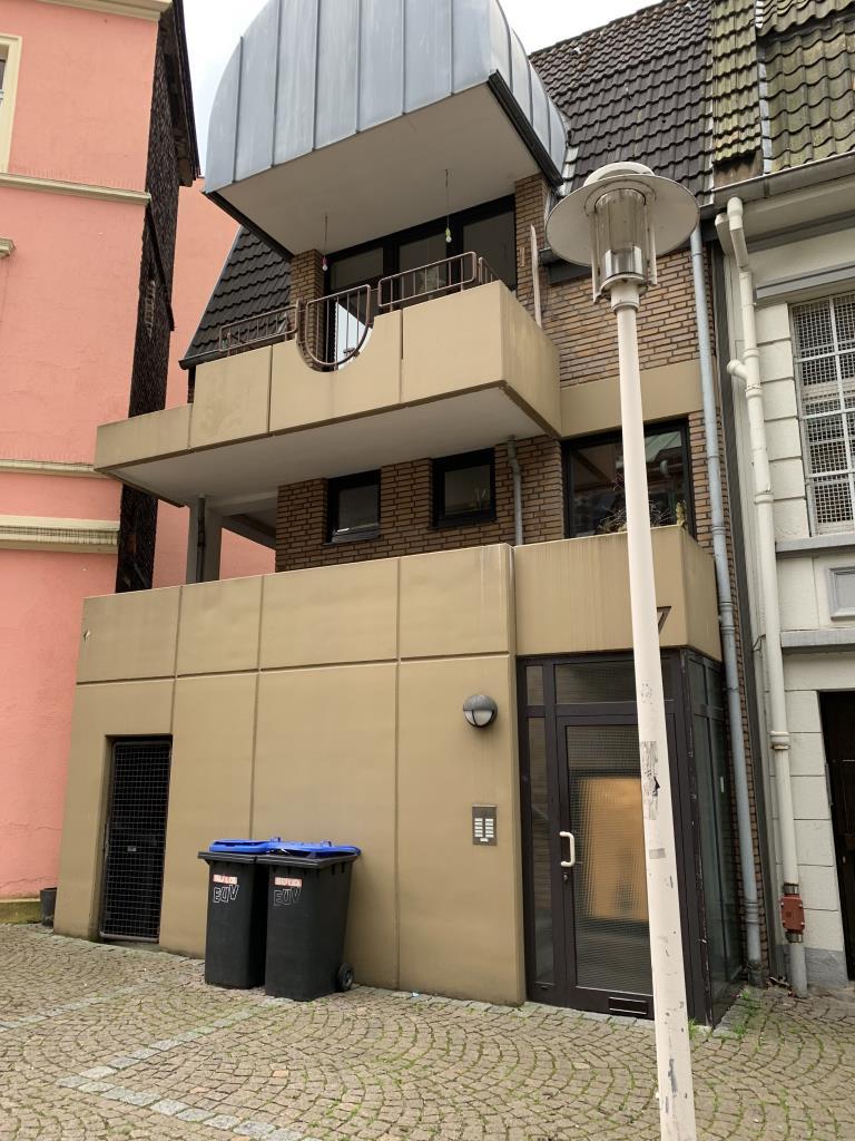 schöne Dachgeschosswohnung mit 3 Zimmern und Balkon (WBS ERFODERLICH)