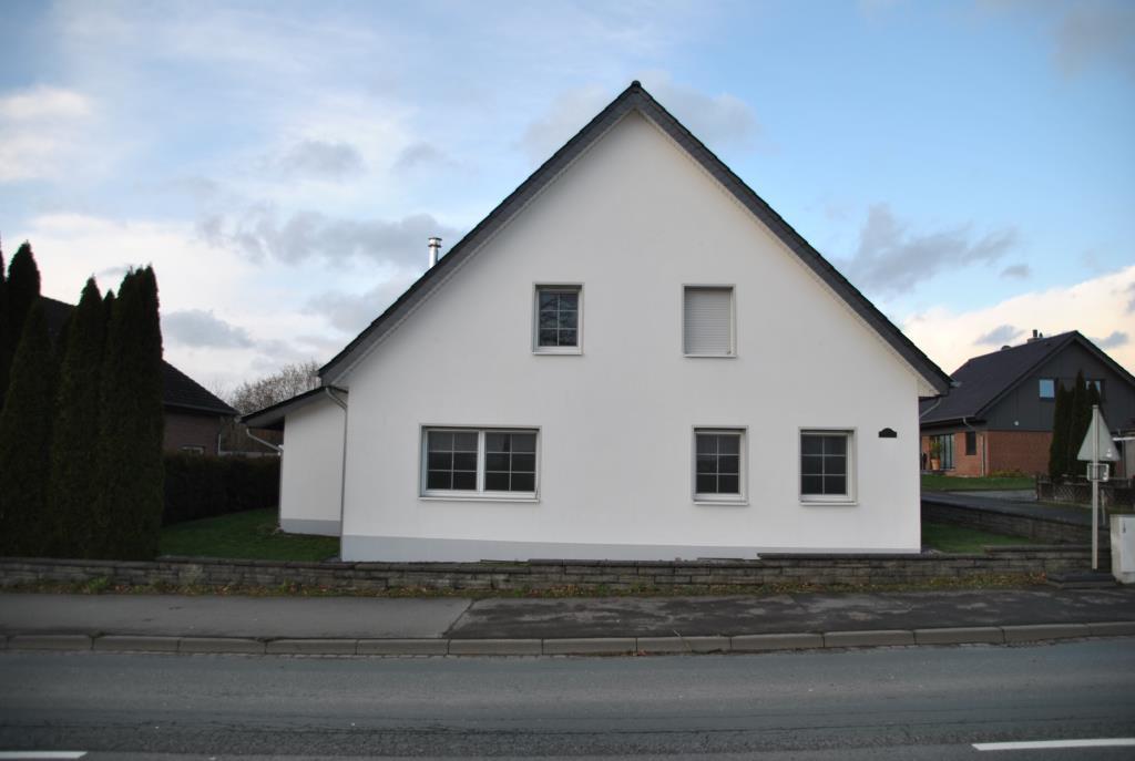 ACHTUNG ZWANGSVERSTEIGERUNG! Einfamilienhaus mit ca. 250 m² Wfl. + 2 Garagen