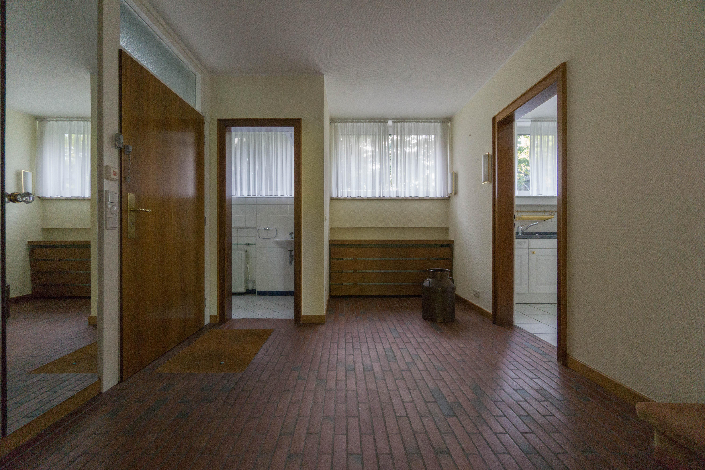 Freistehendes Einfamilienhaus mit 4 Schlafzimmern auf großem Grundstück