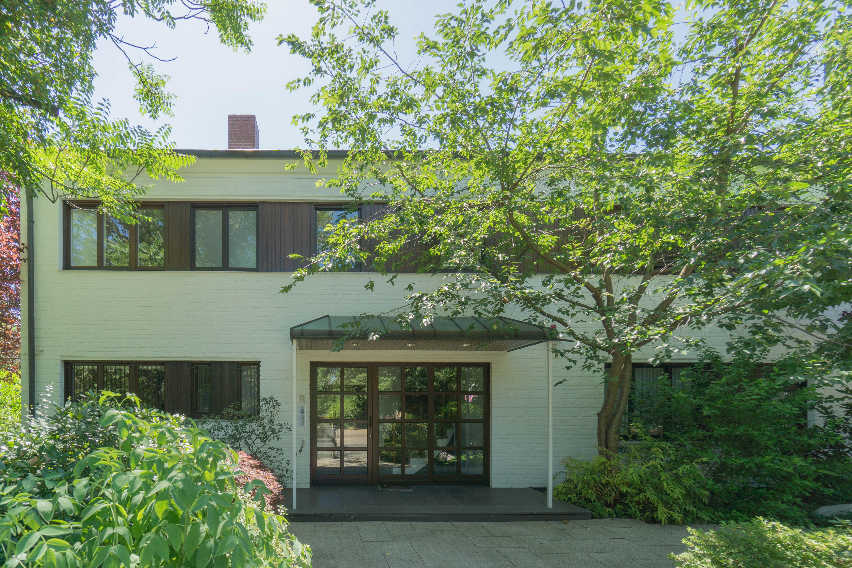 Stadt Düsseldorf! Top gepflegte und großzügige Wohnung als Haus im Haus mit parkähnlichem Garten