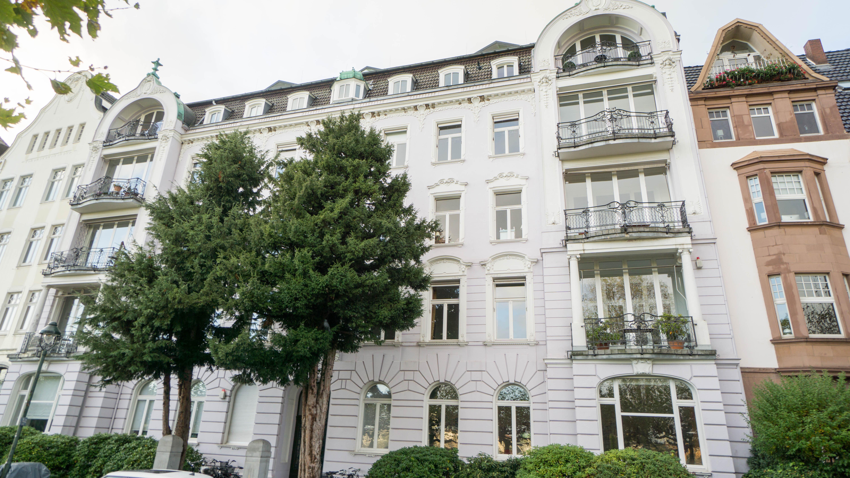 Traumblick auf Rhein und Altstadt: 2 denkmalgeschützte Eigentumswohnungen in Toplage