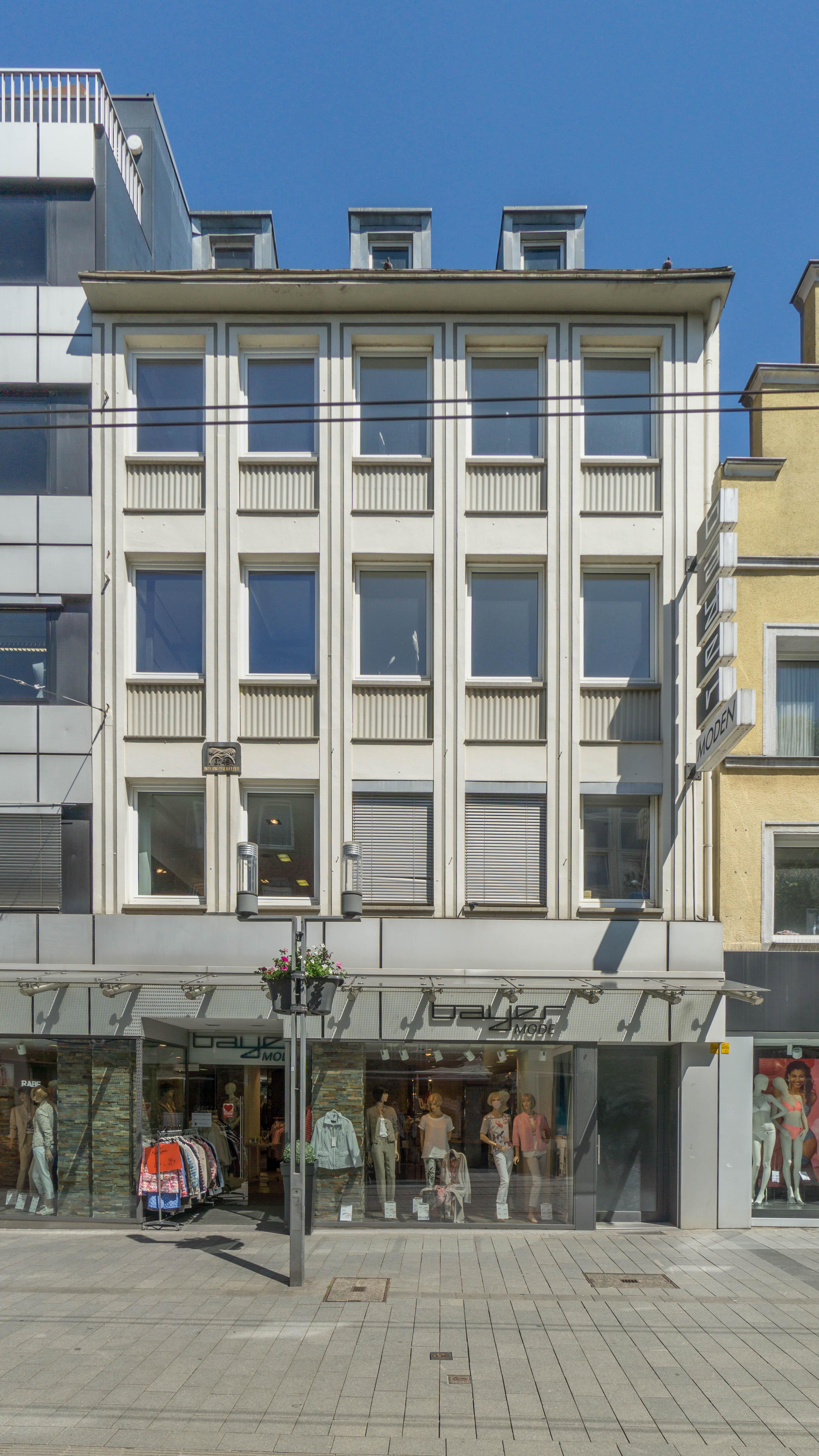 1A Lage in Neuss - Leerstehendes Wohn-/Geschäftshaus auf Einkaufsstraße in bester Gesellschaft