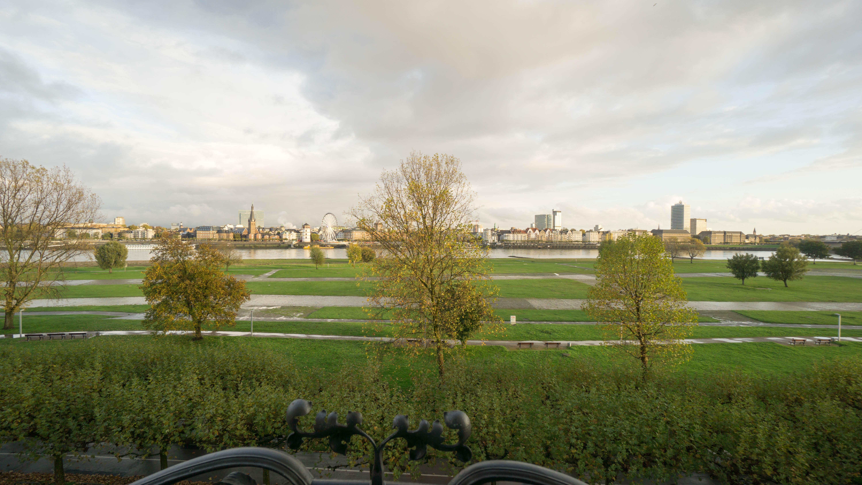 Traumblick auf Rhein und Altstadt: Denkmalgeschützte Eigentumswohnung in Toplage
