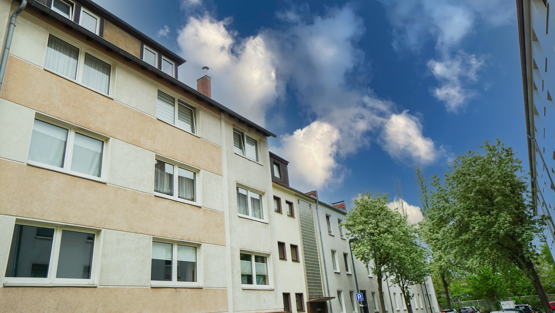 Klein & fein und lukrativ ! Clever investieren in Düsseldorf: DG Wohnung in Rath