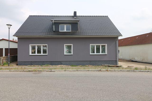 3-Raumwohnung im Dachgeschoss mit Hof/Gartenbereich