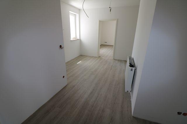 3-Raumwohnung im Erdgeschoss mit Hof/Gartenbereich -Erstbezug -
