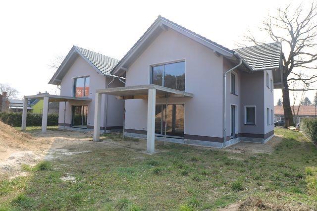 Balkon, PKW-Stellplatz & Erstbezug! Dachgeschosswohnung in ruhiger grüner Lage