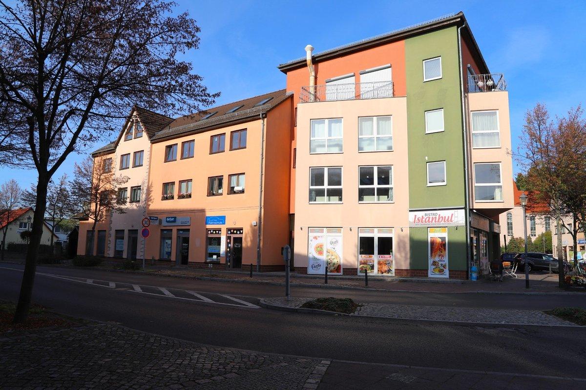 ZENTRAL IN BIESENTHAL | Sofort verfügbare, lichtdurchflutete Wohnung mit Blick zum Marktplatz