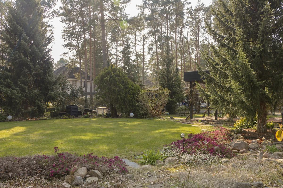 NEU | Zweifamilienhaus im Grünen