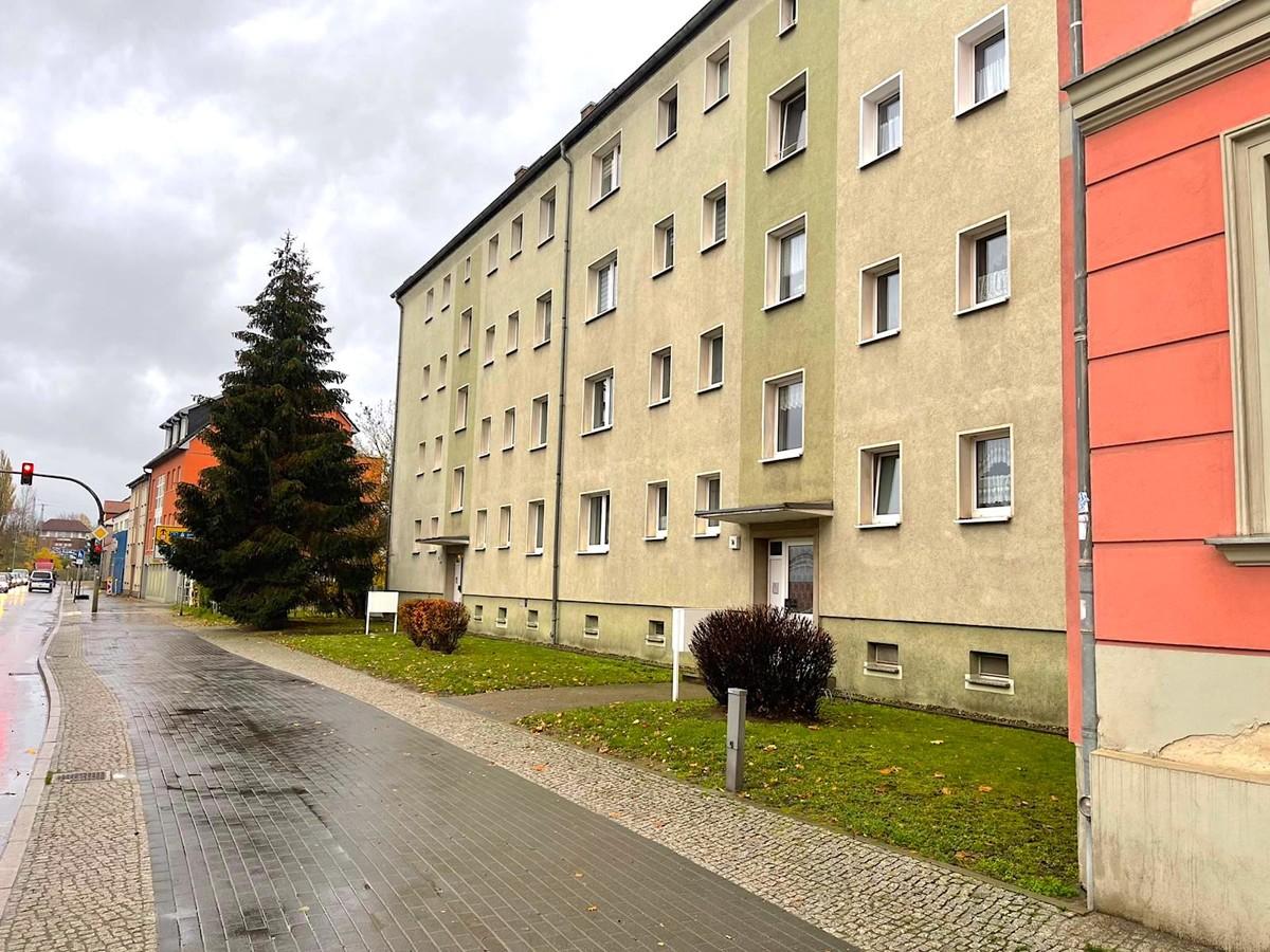 SOLIDE ALTERSVORSORGE   3 Raumwohnung mit Duschbad und Balkon zum Renovieren.