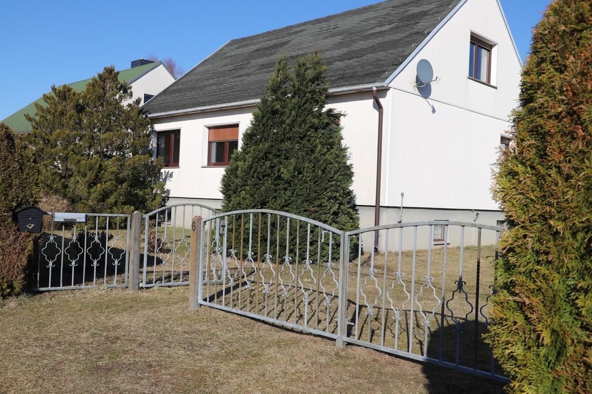 RESERVIERT | Solides Einfamilienhaus mit Ausbaureserve, Vollkeller und Feldblick.