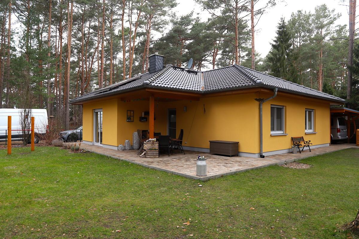 Reserviert| Gepflegter Winkelbungalow mit 3 Zimmern, Carport am Waldrand in Wandlitz-Basdorf