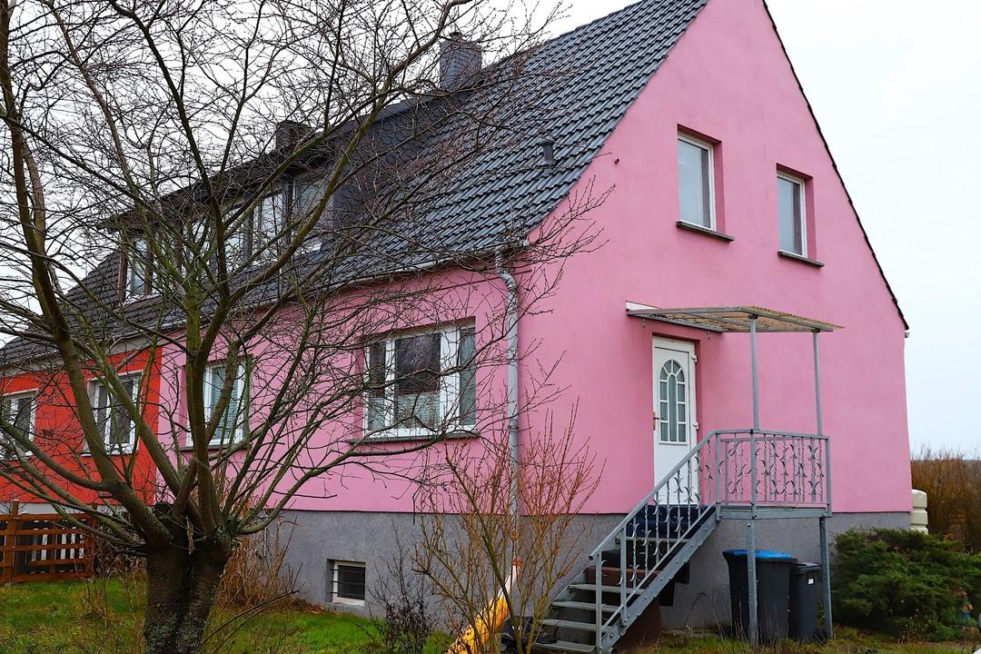 PROVISIONSFREI   Doppelhaushälfte mit 5 Zimmern, neuer Haustechnik, Photovoltaik und Feldblick