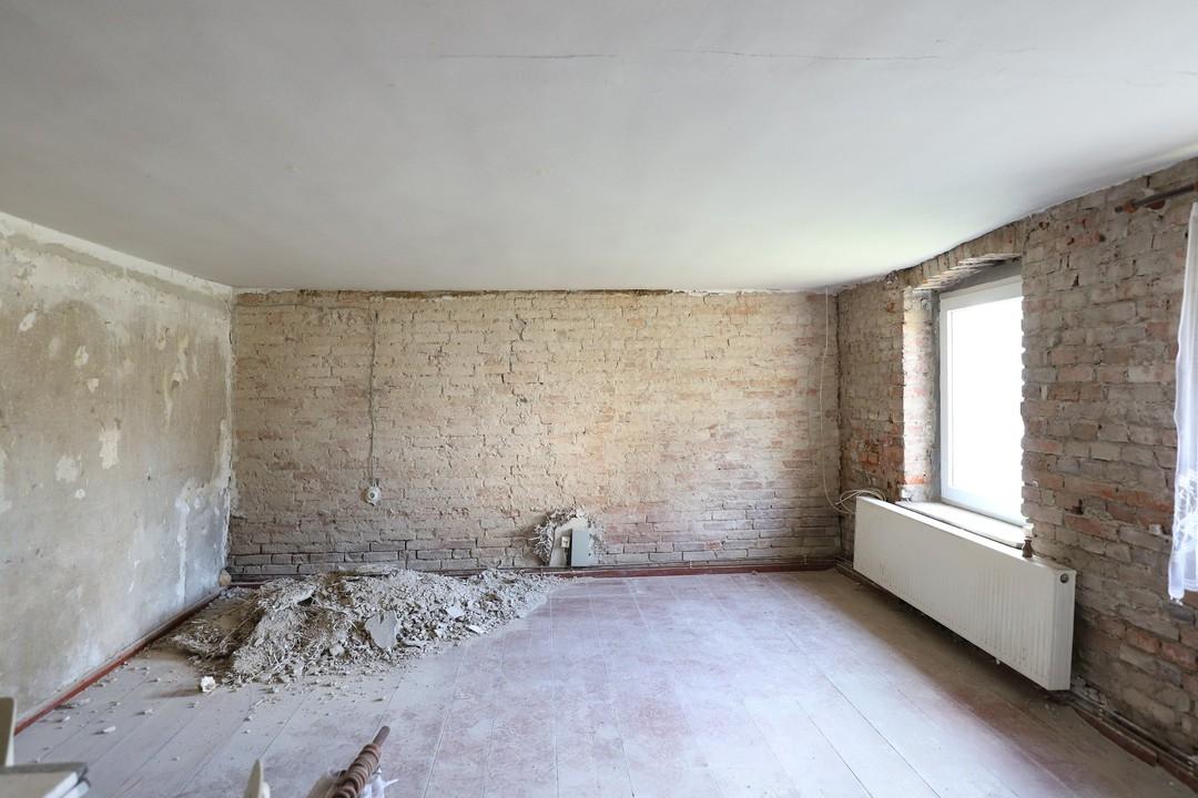 Handwerkerobjekt | Ausbauhaus mit großem Grundstück und Nebengelass in Parstein