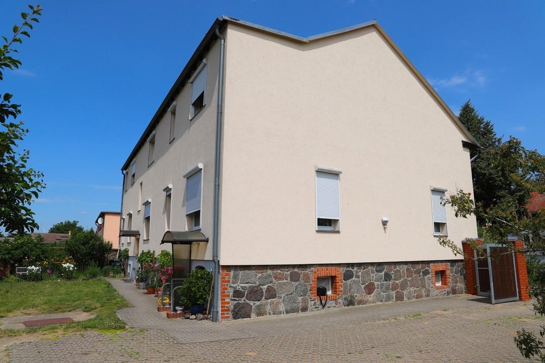 PROVISIONSFREI | Durchsaniertes Mehrfamilienhaus mit viel Nebengelass in grüner Ortslage