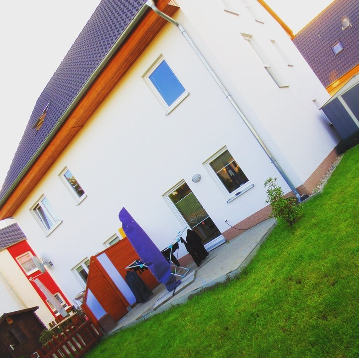 120qm Öko-Doppelhaushälfte mit 2 Zimmern + Dachstudio + Garten + EBK ab September