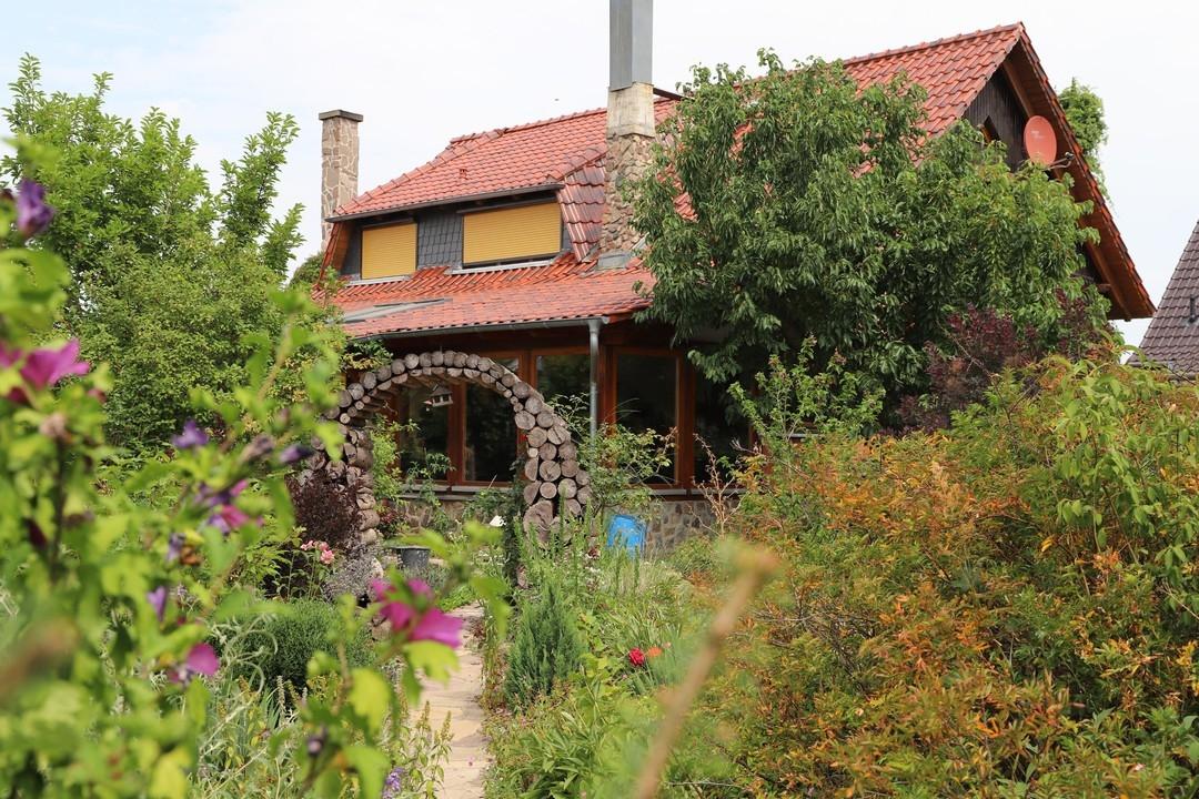 3 Häuser auf einem Streich   Mit knapp 3700qm Grundstück, Feldblick und guter Rendite zum Eigennutz