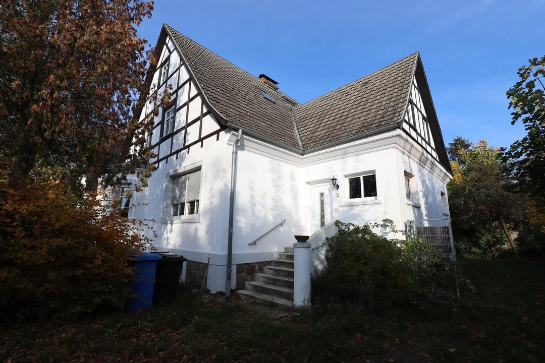 VIEL PLATZ   Charmantes Haus mit Fachwerk, Nebengelass und Garage in Steinbeck