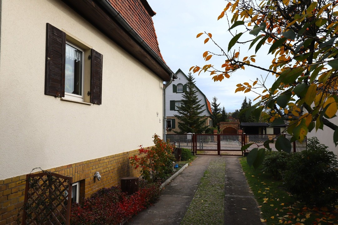 AB SOFORT | Massives Einfamilienhaus mit Garage, Kamin und Sauna auf großem Grundstück in Finow