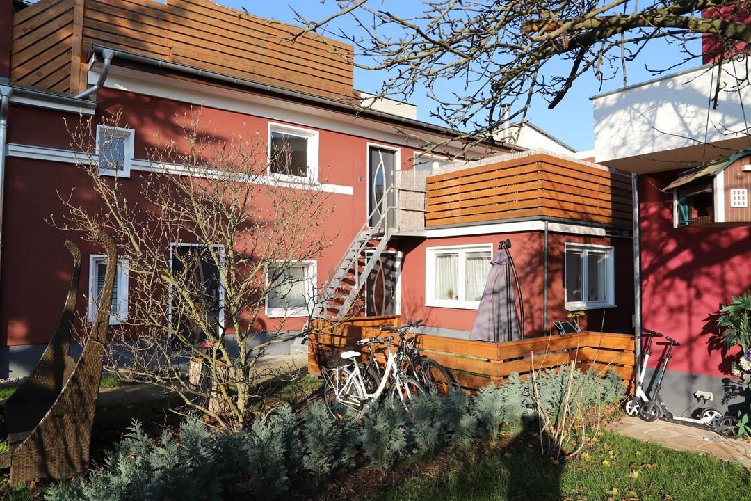 AB SOFORT | Offene 2 Raumwohnung mit Einbauküche und großer Dachterrasse in zentraler Bernauer Lage