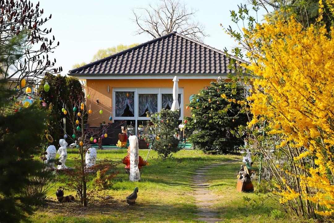 ALTERSGERECHT   Gepflegter Bungalow mit 3 Zimmern, Zentralstaubsauger und  888qm großem Grundstück