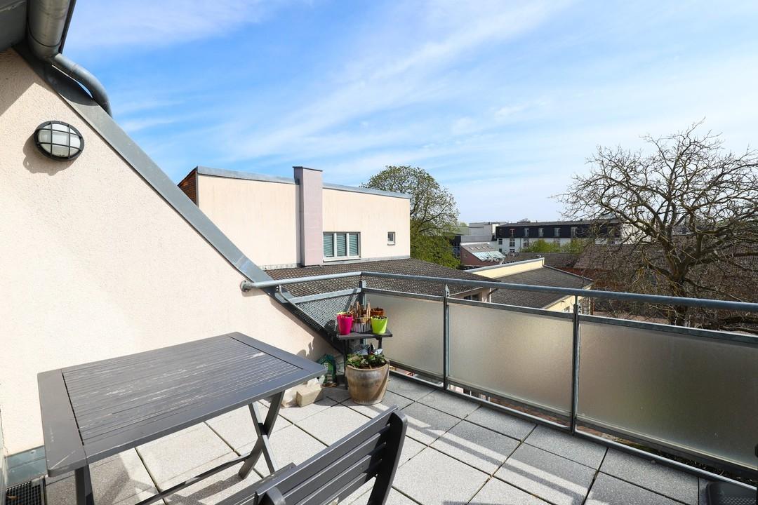 STADTZENTRUM | Tolle Dachgeschosswohnung mit 2 Zimmer, großem Balkon und PKW-Stellplatz