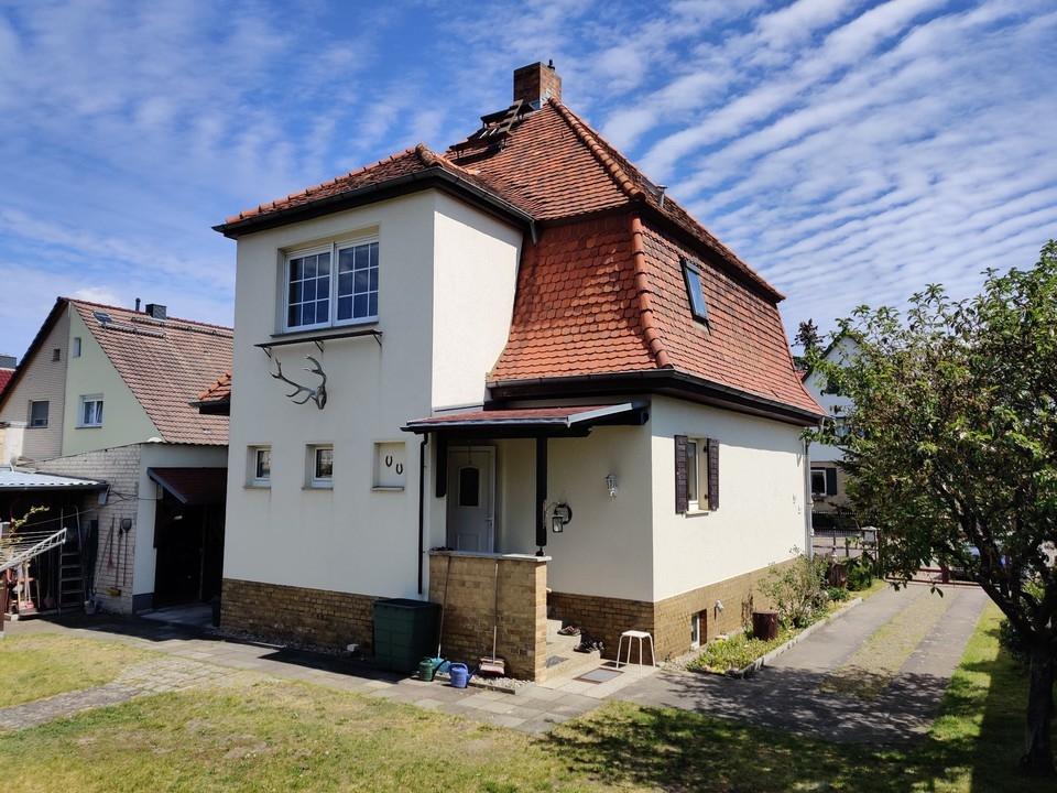 ALTBAUCHARME | Massives Einfamilienhaus mit Garage und Kamin auf großem Grundstück in Finow