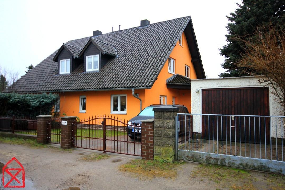 RESERVIERT Doppelhaushälfte mit Garten und ausgebauten Dach ab August